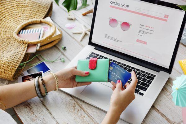 ข้อแตกต่างระหว่าง การช็อปปิ้งออนไลน์ กับการเดินห้างซื้อของ ที่หลายคนอาจมองข้าม