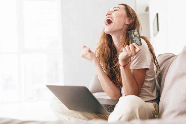 ข้อดีของ การช้อปปิ้งออนไลน์ด้วยบัตรเครดิต ทั้งคุ้มค่าและปลอดภัย